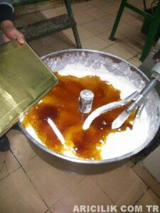 Arı Keki Nasıl Yapılır